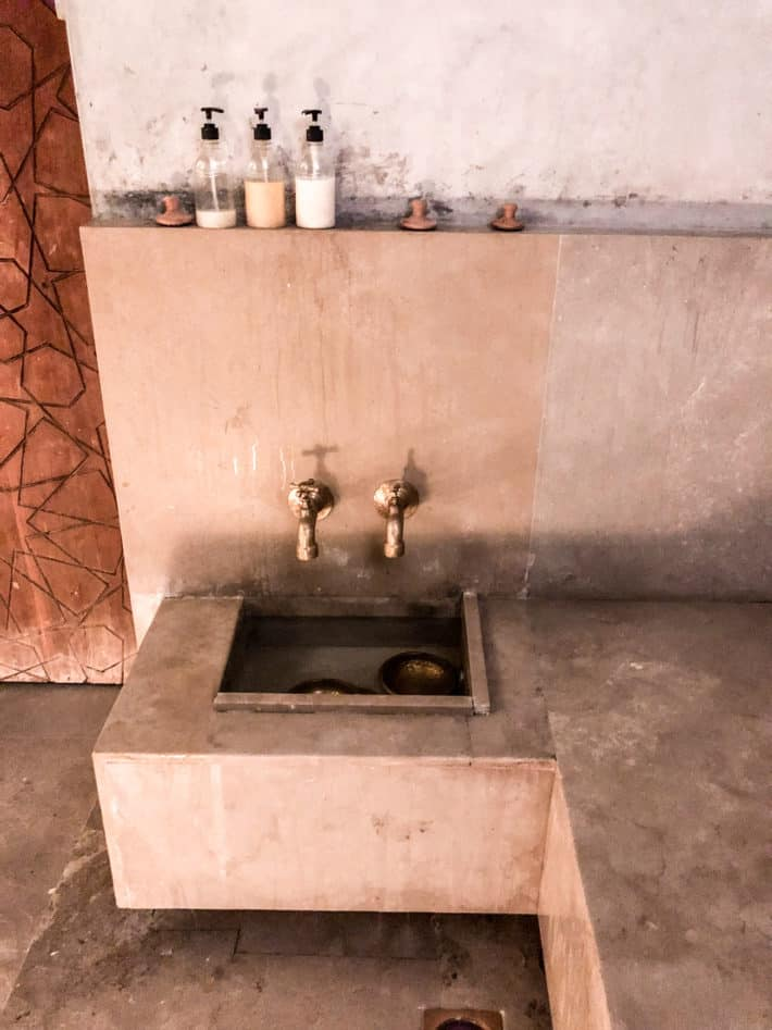 a moroccan hammam hot stone room