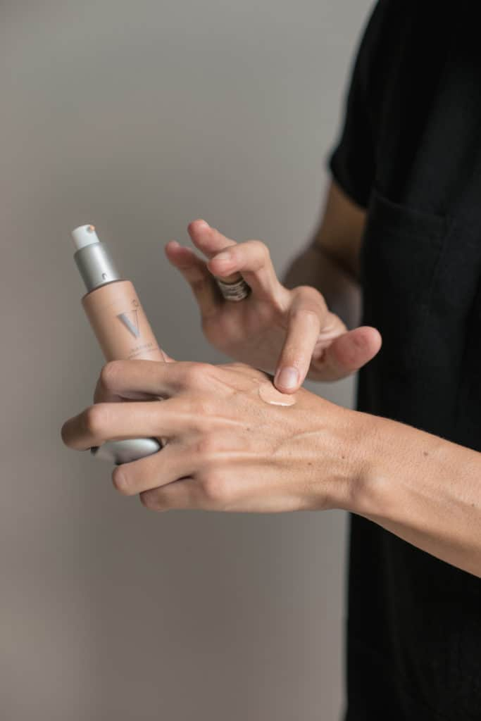 lisa testing vapour foundation on her hand